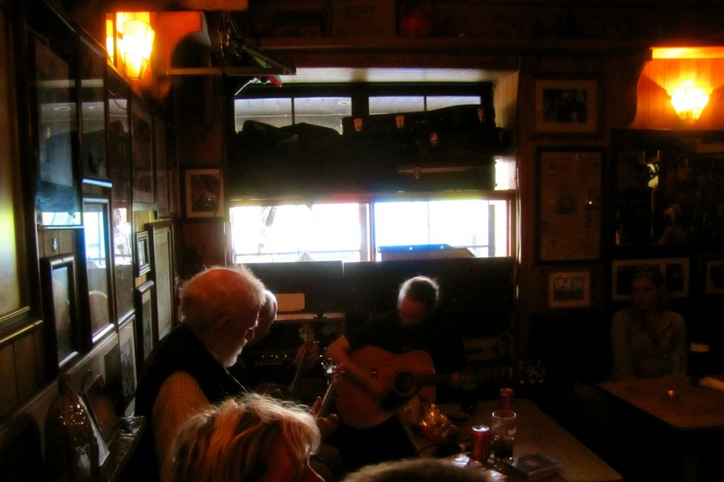 The musicians showed up and started a little bit early, which was completely fine by me. It's hard to see in this picture, but between the guitar player at the back and the white-haired gentleman on the left, there's another man who played guitar and banjo.