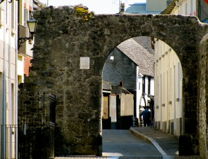 This is the last little bit of the original city wall and the last gate. It's called Blackfriar's Gate, because of the Dominican monks that used to use it passing in and out from the Black Abbey.