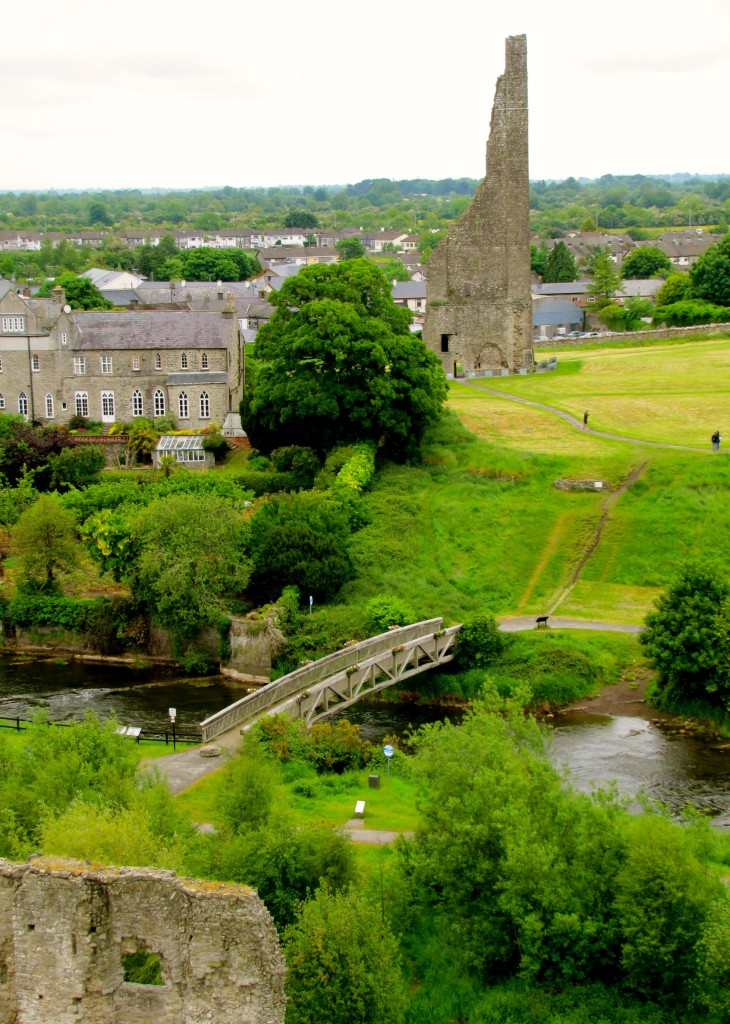 From the roof, you can see a bridge across the Boyne and the Yellow Steeple, one of the tallest surviving medieval structures. To the left of that is a house where Jonathan Swift used to live.