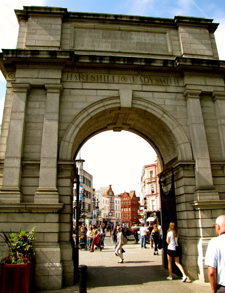 I wandered across the street into St. Stephen's Green under the Fusilier's Arch. The park was packed with people today. Again, nice weather that everyone was taking advantage of.