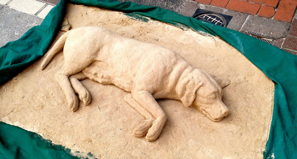 Among the buskers and performers, there was one man doing these sand sculptures of dogs. Beautiful work.