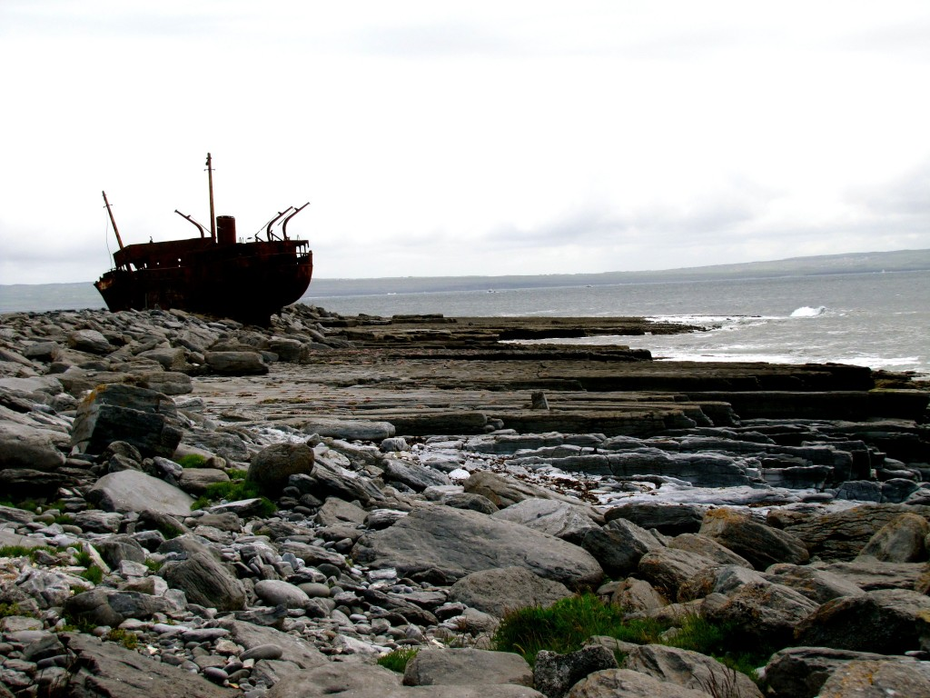 In the 1960s, the cargo ship Plassey got on the wrong side of a warning buoy and was holed and wrecked. The inhabitants of the island managed to save the entire crew. It was stuck on the rocks you see in the right of the picture, but high seas in winter time washed it farther up onto the shore.