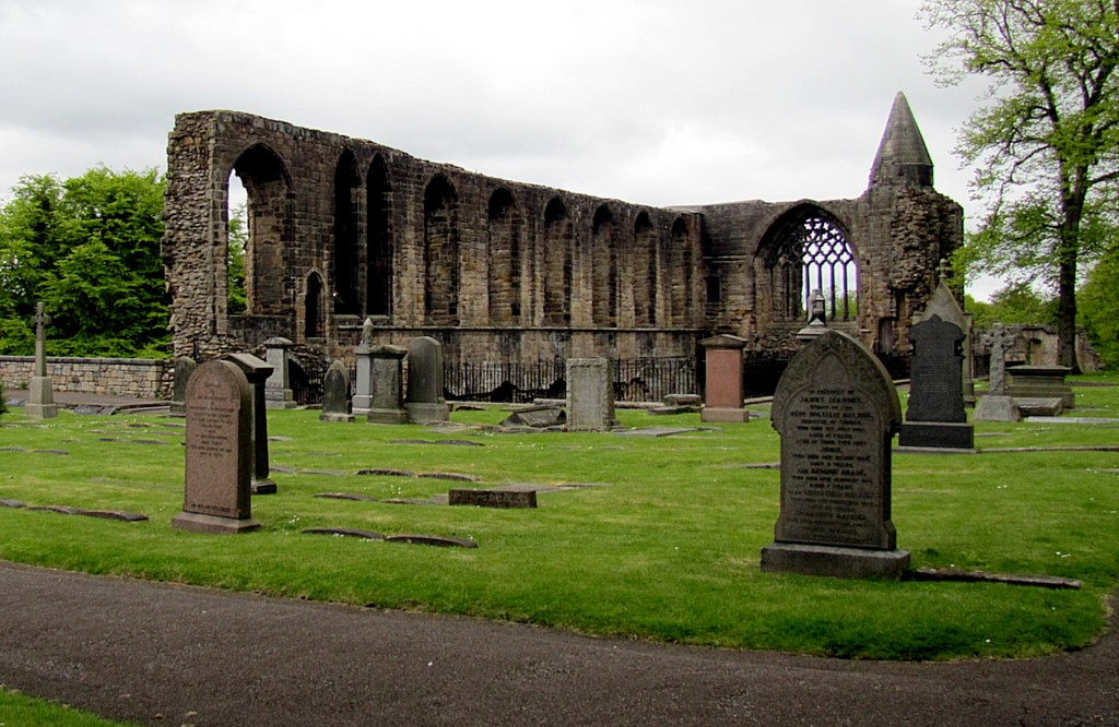 It's actually Dunfermline Abbey Church. This wall is about all that remains of the abbey itself.