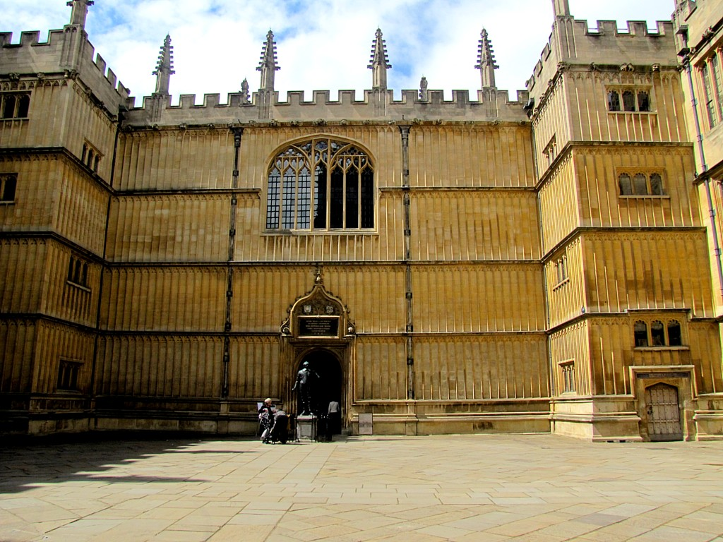 This is inside the square of the old Bodleian Library. It's a huge square, designed based on biblical accounts of the Temple of Solomon in Jerusalem.