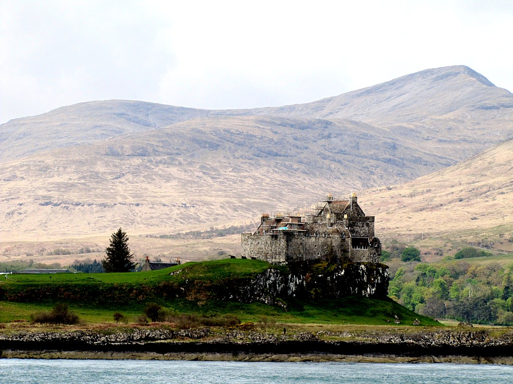 This is Duart Castle, the family seat of the MacLean clan. It's sitting on a very picturesque headland on Mull.