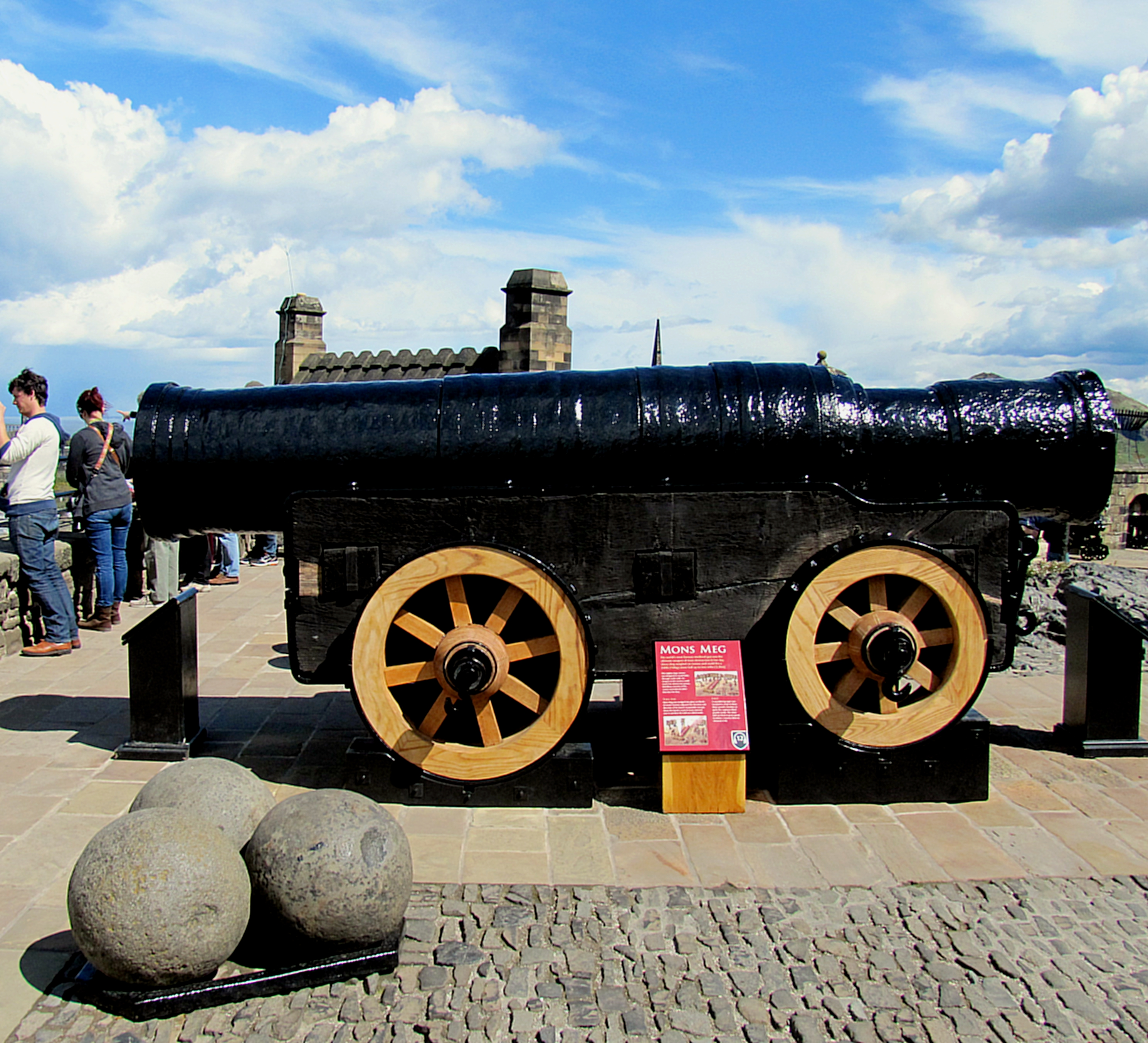 This is Mons Meg, a huge medieval bombard. It was transported using the wheels, but it would be dismounted and set into a trench in an earthworks to fire. It could lob one of those 330lb gun stones up to two miles.