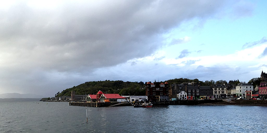 I made it Oban around 7:45. Here's a quick picture looking across the bay towards part of the waterfront.
