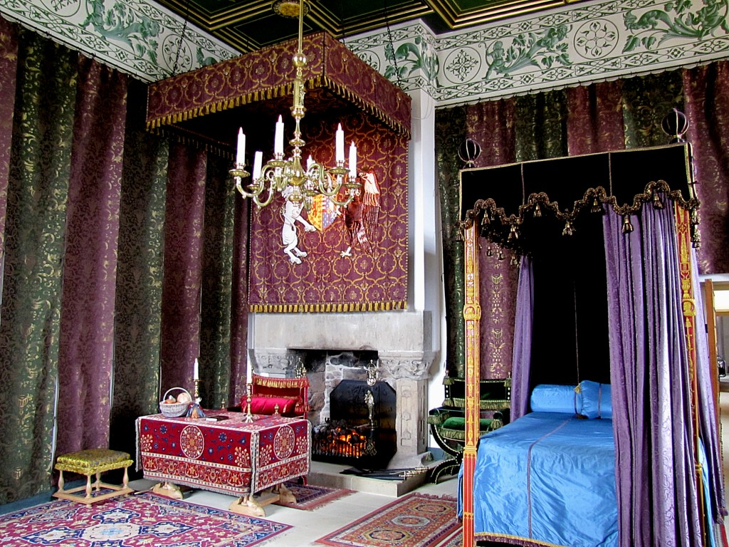 This is the queen's bedroom. It's been decorated as it would have been in the 16th century.
