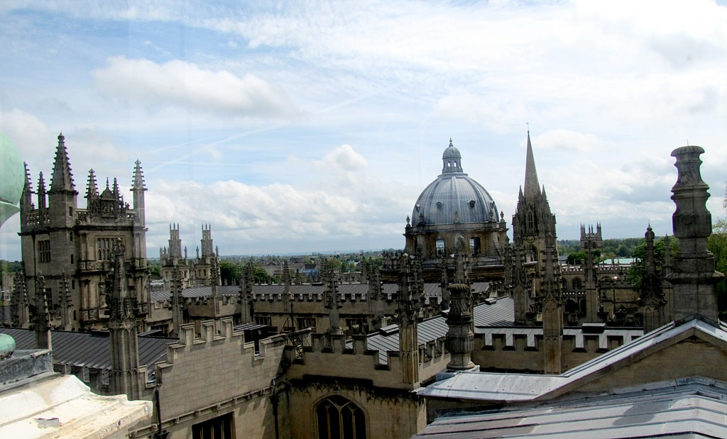 But here's the view south, showing the spires and towers of the Bodleian and the dome of the Radcliff Camera behind. Just beside that is the spire of St. Mary's.
