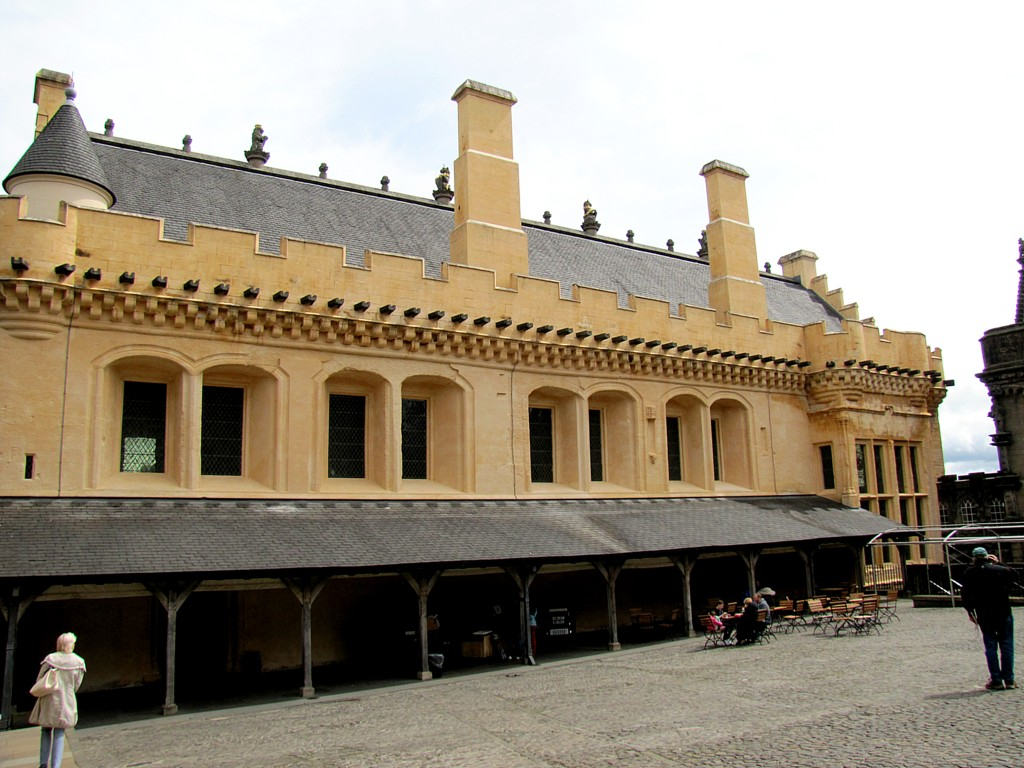 This is the Great Hall, where meals were served. It's essentially a big barn with a roof made the same way the hull of a ship is made. The sandstone is washed with lime to preserve it, and the second coat of the limewash is coloured gold. Originally, all the buildings were this colour as a display of the royal wealth.