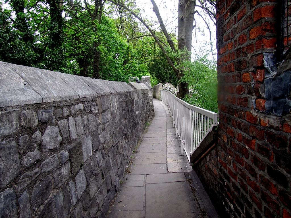 The walls are very cool, but very, very narrow. Especially compared to someplace like Londonderry. Built in a different time to defend against different threats.